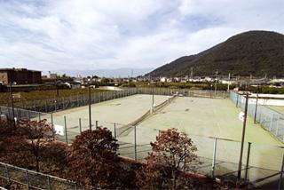 姉妹館 春日居びゅーほてるのテニスコートを御利用頂けます。